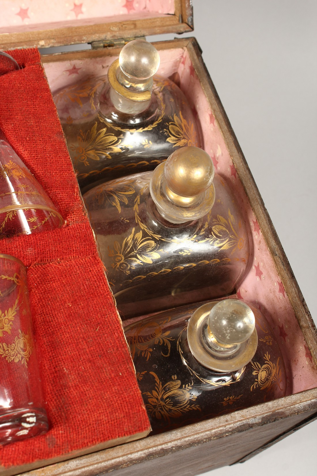 A VERY GOOD GEORGIAN GILDED GLASS DRINKS SET in a very plain case, comprising six long decanters, - Image 4 of 6