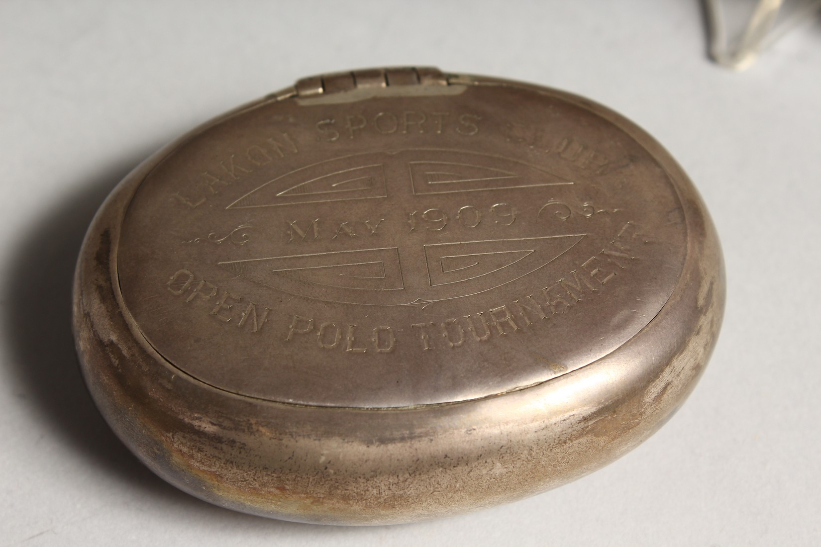 """POLO INTEREST: A SILVER OVAL SNUFF BOX,engraved """"LAKON SPORTS CLUB OPEN POLO TOURNAMENT MAY 1909"""" - Image 3 of 7"""