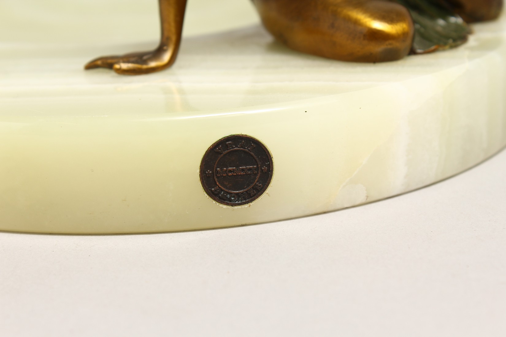 A BRONZE AND ONYX TRINKET TRAY - Image 6 of 6