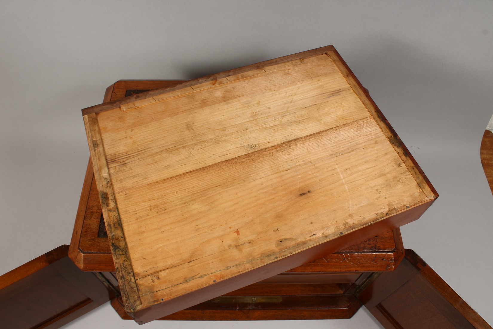 A GOOD VICTORIAN CARVED OVAL TABLE TOP CABINET, the top and doors with carved decoration, the - Image 4 of 5