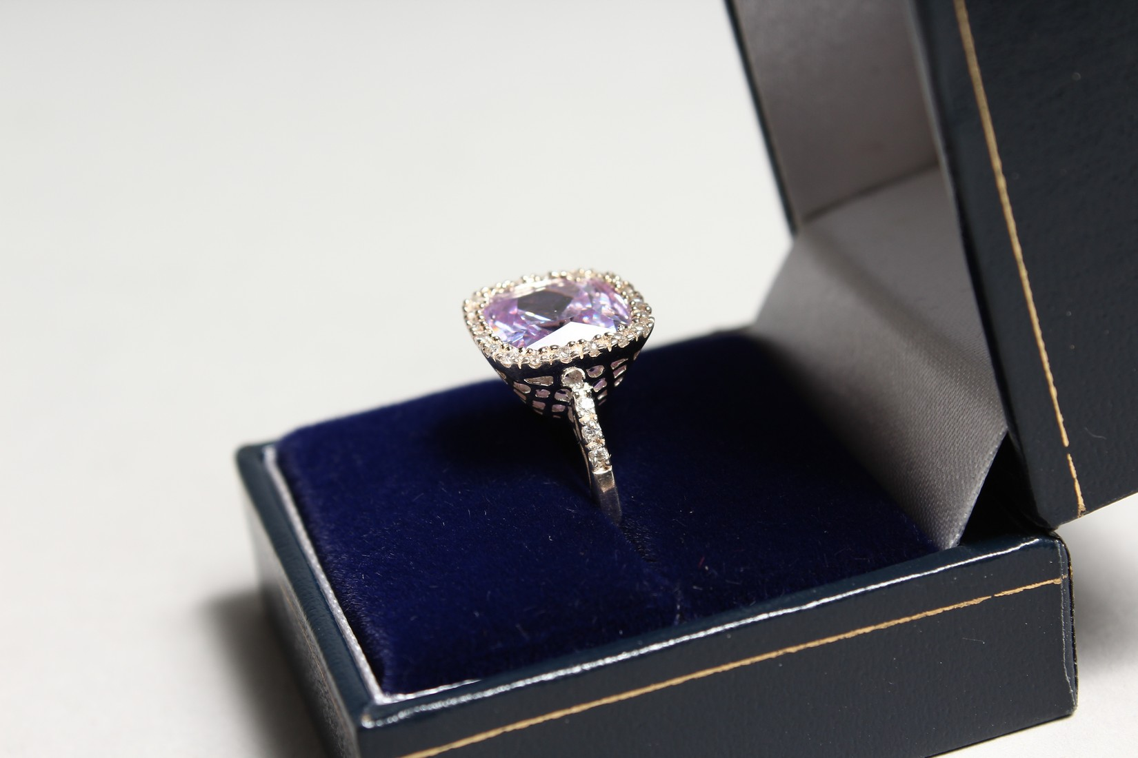 A SILVER CZ RING. - Image 3 of 3