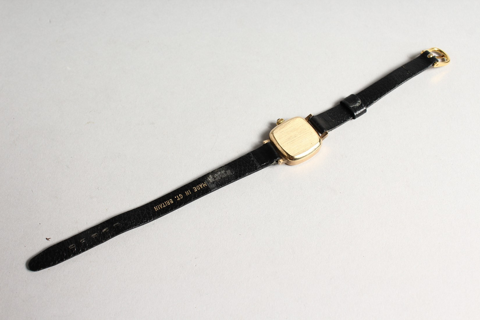 A LADIES VERY GOOD GOLD OMEGA WRIST WATCH with leather strap. - Image 3 of 4