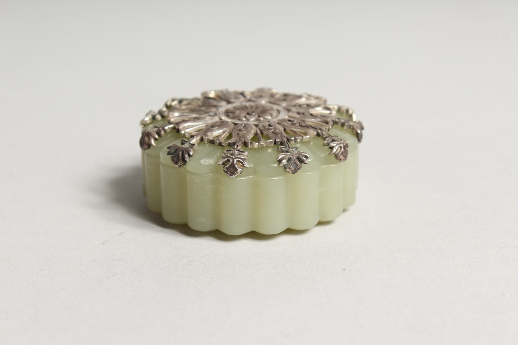 A GOOD JADE AND SILVER TOP BOX AND COVER the top stamped .925 and W. W. 84 2ins diameter. - Image 2 of 4
