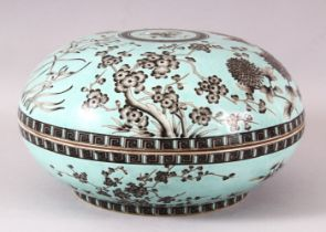 A LARGE CHINESE TURQUOISE GROUND CIRCULAR BOX AND COVER, the exterior decorated with flowers, the