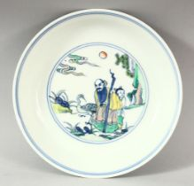 A GOOD CHINESE FAMILLE VERTE PORCELAIN IMMORTAL DISH - the immortal figures stood aside a crane in
