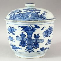A GOOD CHINESE BLUE & WHITE BOWL AND ASSOCIATED COVER, the bowl decorated with urns of flowers and