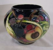 Boxed Moorcroft 'Queens choice' pattern vase dated 2000 signed MM H 11 cm