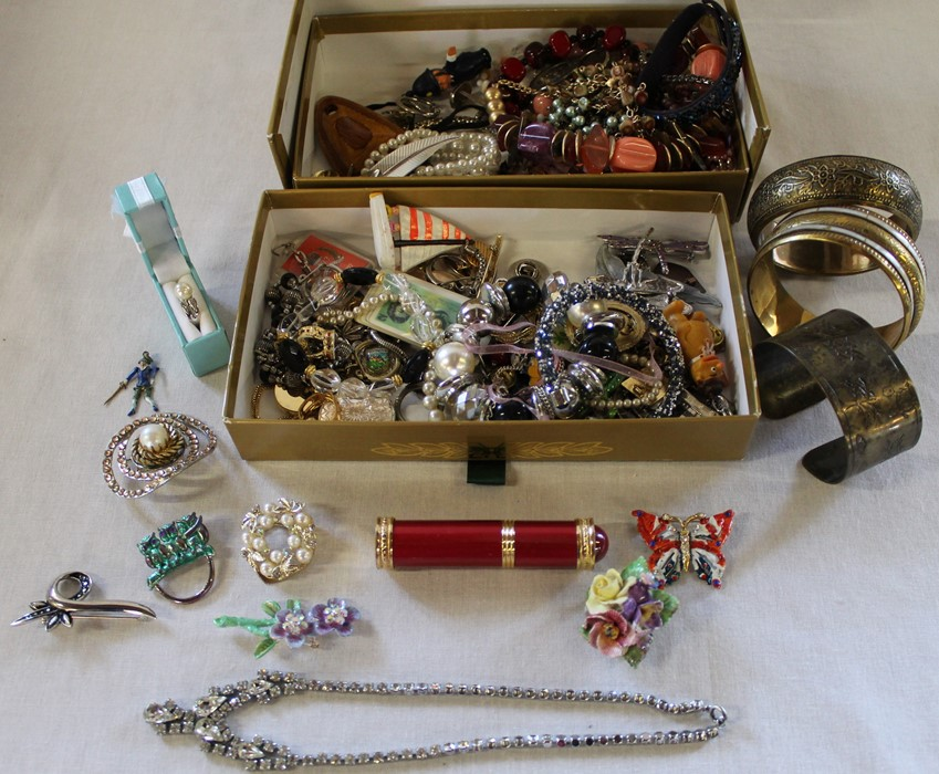 Large quantity of costume jewellery including many vintage and named pieces such as Coro & Sphinx, - Image 4 of 5