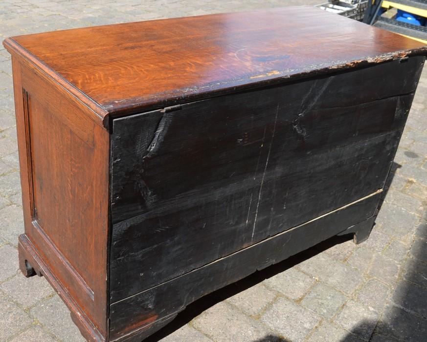Georgian oak mule chest on bracket feet L 123cm D 55cm Ht 82cm - Image 4 of 18