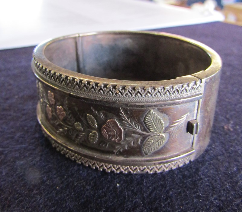 3 silver bangles - leaf pattern Birmingham 1965 weight 1.35 ozt, coloured flowers and leaves - Image 11 of 14