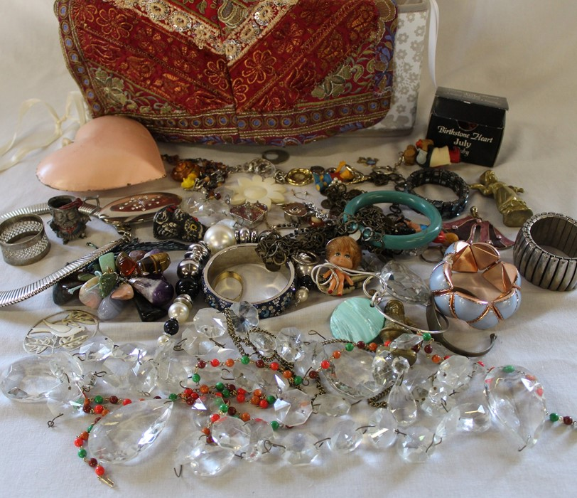 Large quantity of costume jewellery including many vintage and named pieces such as Coro & Sphinx, - Image 5 of 5