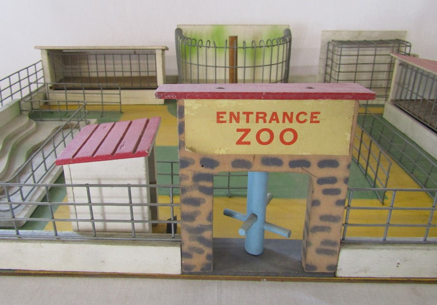 Box of Britains plastic toy zoo animals and a Wendal wooden zoo - Image 2 of 3