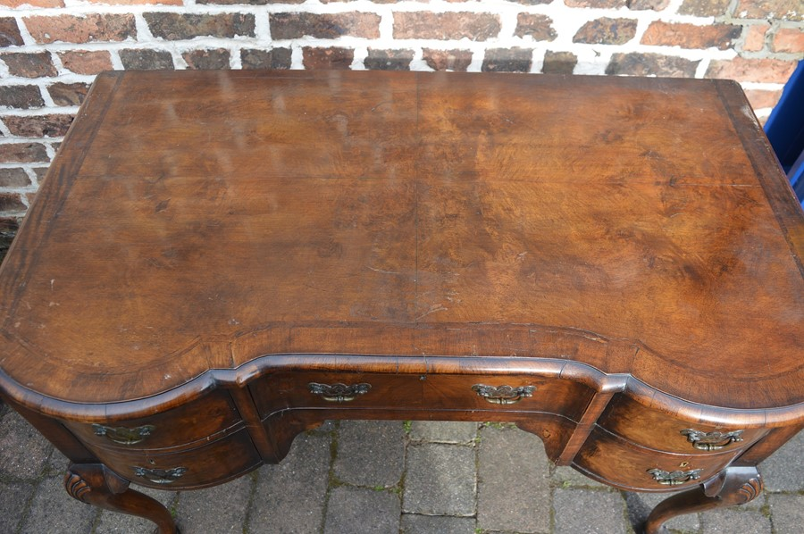 Good quality reproduction Georgian lowboy on cabriole legs carved with shell motif with quarter - Image 2 of 4