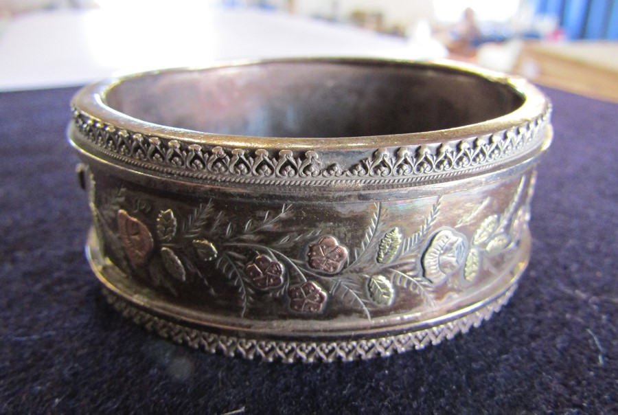 3 silver bangles - leaf pattern Birmingham 1965 weight 1.35 ozt, coloured flowers and leaves - Image 13 of 14