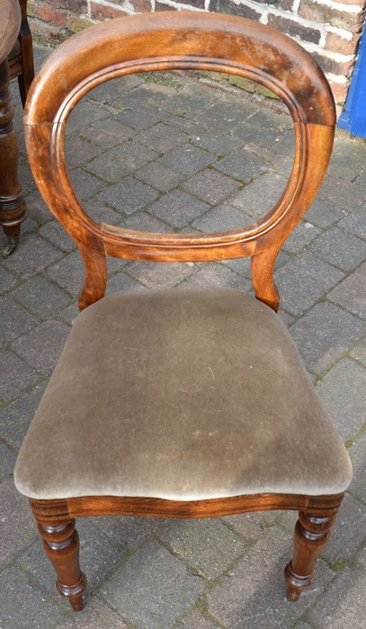 Victorian mahogany dining table 150cm by 120cm & 4 balloon back chairs - Image 2 of 3