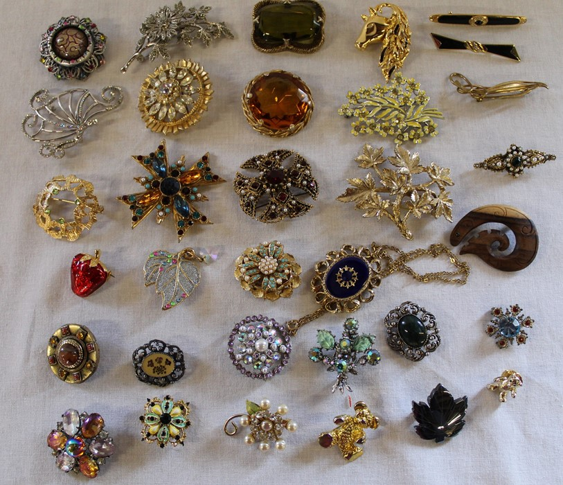 Large quantity of costume jewellery including many vintage and named pieces such as Coro & Sphinx, - Image 2 of 5