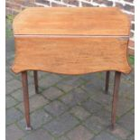 Small Victorian mahogany Pembroke table with scalloped edges