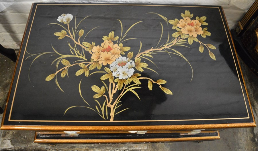 Oriental lacquer TV cabinet with applied mother of pearl decoration - Image 2 of 2
