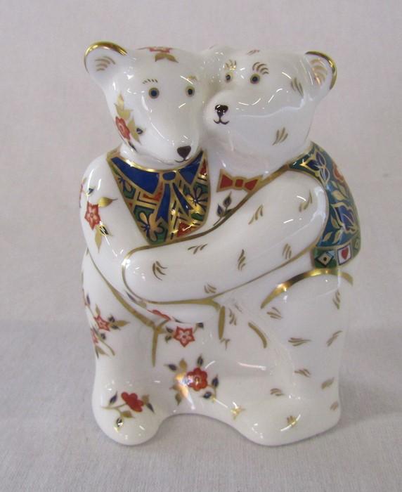 Royal Crown Derby 'Bear Hug' paperweight H 9 cm