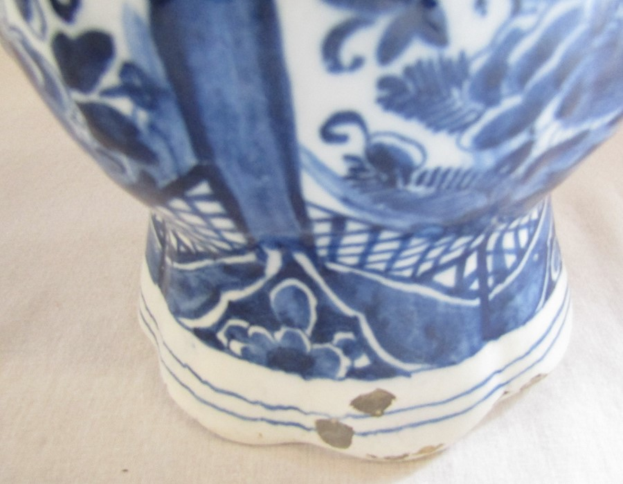 Maiolica wet drug apothecary jar H 18.5 cm (extensively restored) and a Delft ware double gourd / - Image 5 of 13