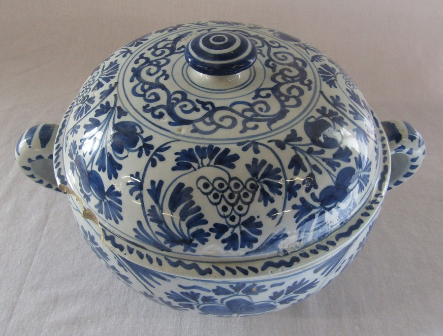 18th century Delft blue and white painted twin handled possett pot / broth bowl and cover D 26 cm - Image 2 of 14