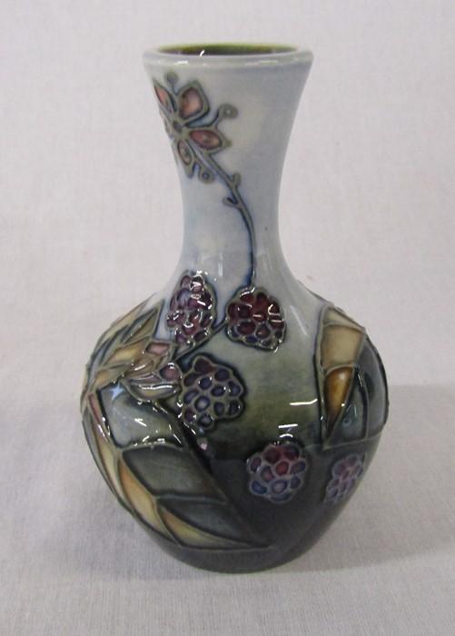 Small Moorcroft 'Bramble' pattern vase H 10.5 cm