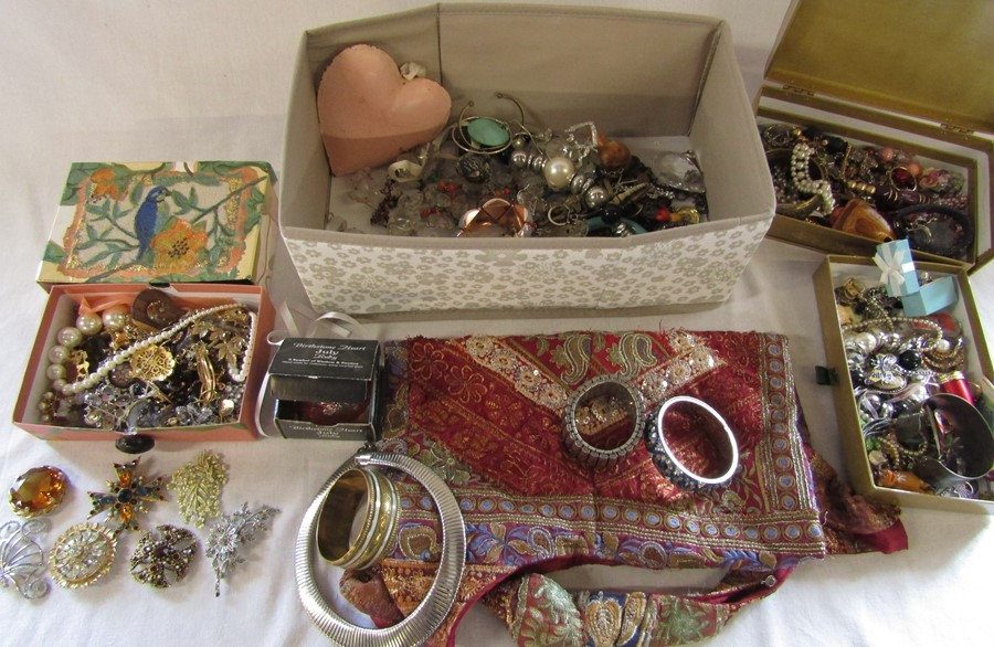 Large quantity of costume jewellery including many vintage and named pieces such as Coro & Sphinx,