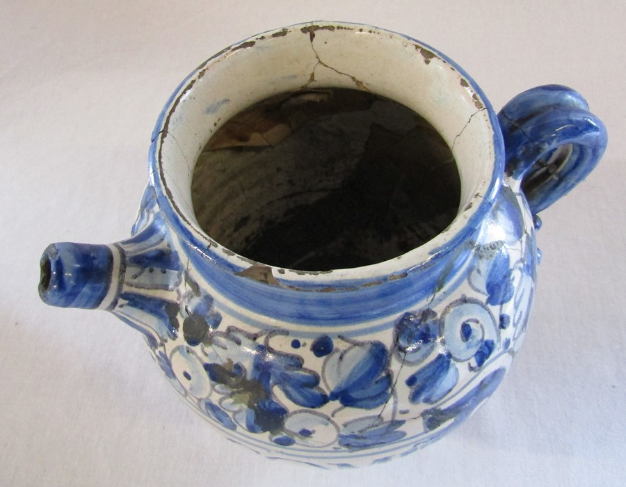 Maiolica wet drug apothecary jar H 18.5 cm (extensively restored) and a Delft ware double gourd / - Image 10 of 13