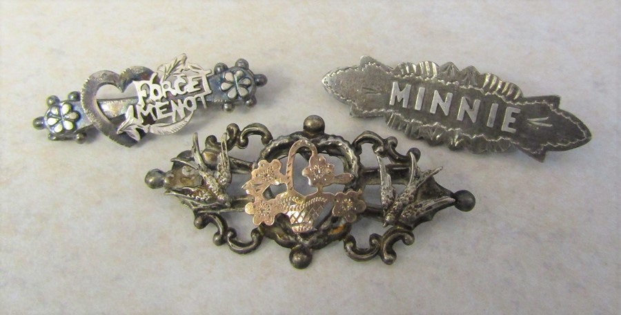 3 silver brooches - Minnie hallmarked Chester 1902 4.5 cm 2.6 g, Forget Me Not marked sterling 4