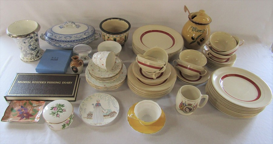 2 boxes of assorted ceramics inc Johnson Bros 'Victorian' pattern part dinner service, Poole,