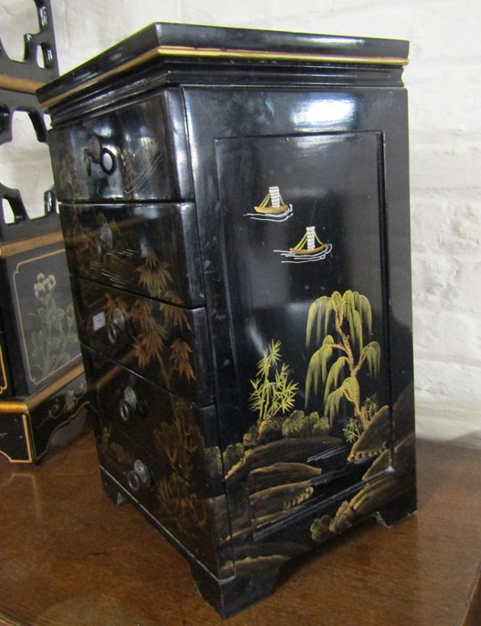 Small Oriental lacquer 5 draw cabinet / jewellery box H 48 cm L 30 cm D 25.5 cm & a cabinet with - Image 4 of 12