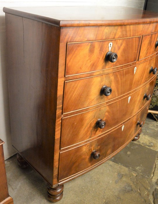 Victorian bow fronted mahogany veneer chest of drawers Ht 116cm L 110cm D 55cm - Image 2 of 10