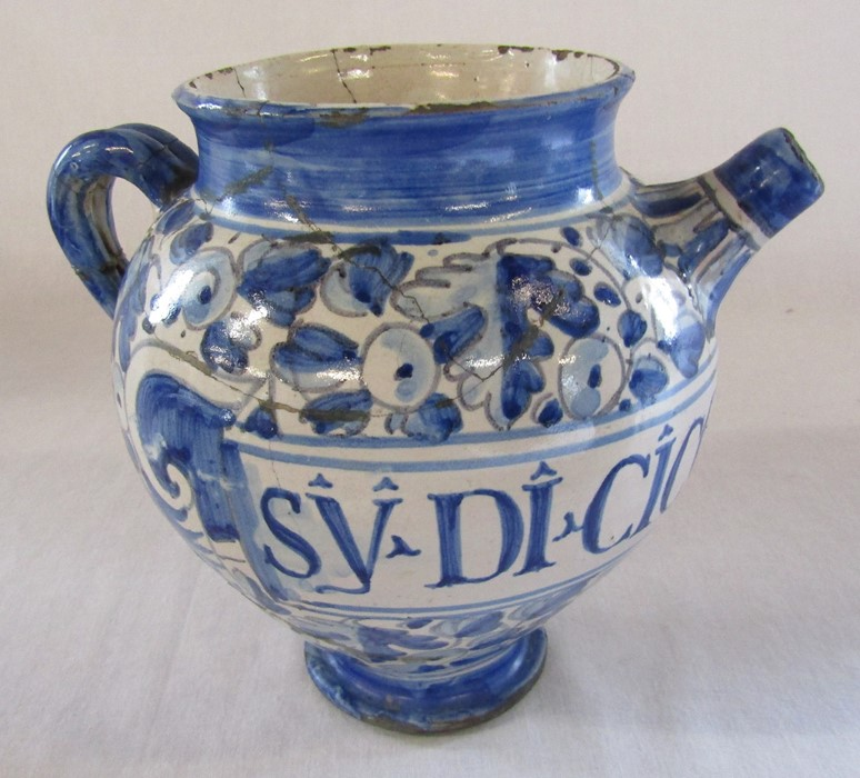 Maiolica wet drug apothecary jar H 18.5 cm (extensively restored) and a Delft ware double gourd / - Image 7 of 13