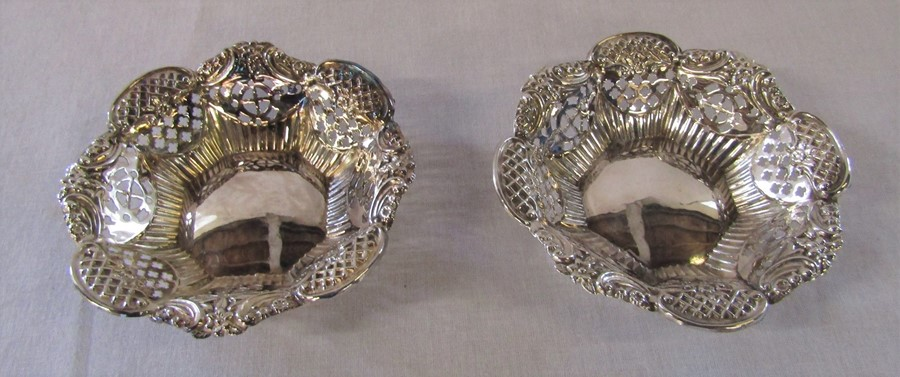 Pair of Victorian silver bonbon dishes Birmingham 1900 D 11 cm weight 2.64 ozt