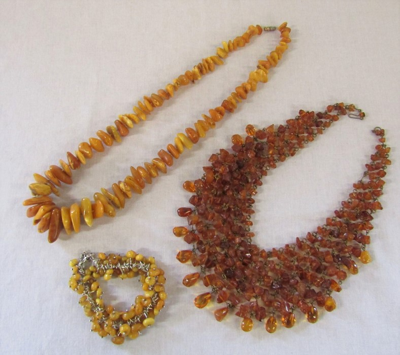 2 amber necklaces L 67 cm and 46 cm and a silver and amber bracelet with safety chain