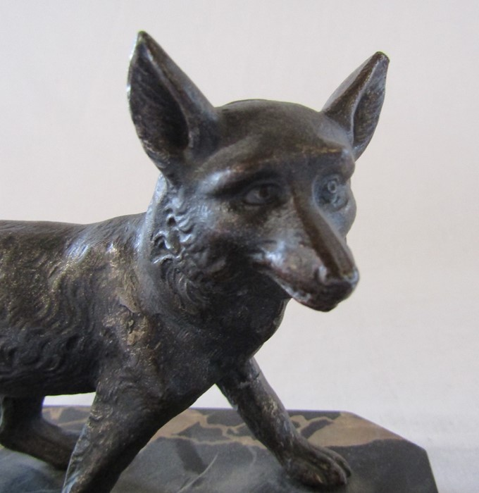 Art Deco bronze of a fox on a marble base L 18 cm H 12 cm (one leg repaired) - Image 3 of 7