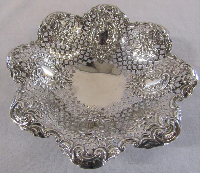 Victorian pierced silver dish Sheffield 1897 D 15 cm weight 3.55 ozt