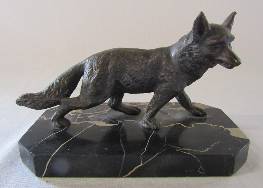 Art Deco bronze of a fox on a marble base L 18 cm H 12 cm (one leg repaired)