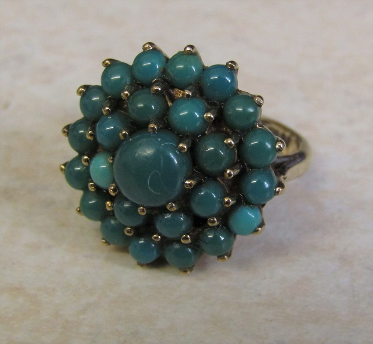 9ct gold turquoise cluster ring, size J/K, hallmarked London 1979, total weight 5.1 g