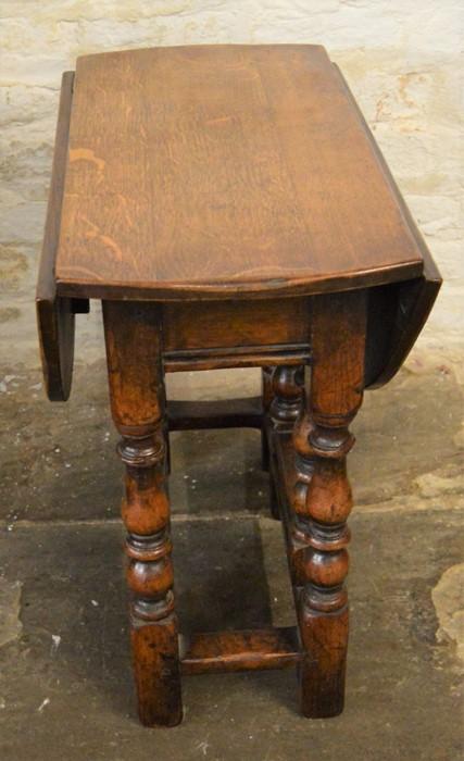 Titchmarsh & Goodwin oak miniature gateleg drop leaf table (2020 Retail Price List £1600) Ht 51cm - Image 2 of 2