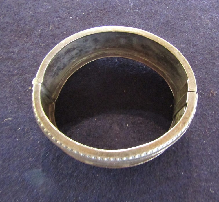 3 silver bangles - leaf pattern Birmingham 1965 weight 1.35 ozt, coloured flowers and leaves - Image 12 of 14