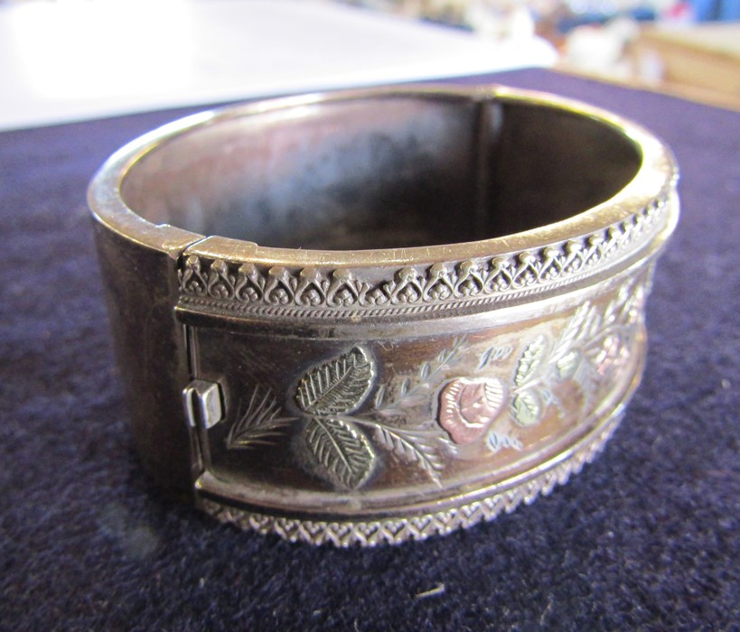 3 silver bangles - leaf pattern Birmingham 1965 weight 1.35 ozt, coloured flowers and leaves - Image 14 of 14