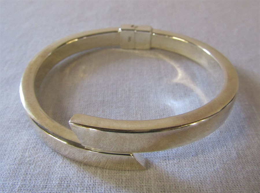 Silver bangle marked 925 (hinged) 0.63 ozt D 6.5 cm, Simply Silver necklace by Jon Richard 0.12 - Image 2 of 3