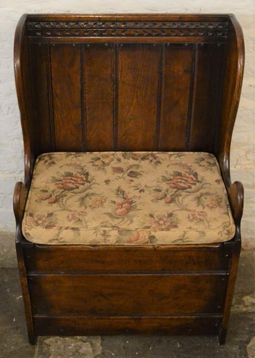 Titchmarsh & Goodwin small oak settle (2020 Retail List price £1050) Ht 91cm W 61cm D 40cm - Image 3 of 3
