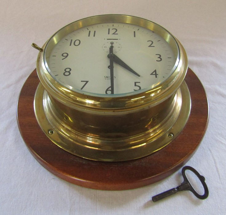 Smiths Empire brass ships clock with wooden mount D 33 cm H 12 cm - Image 2 of 3