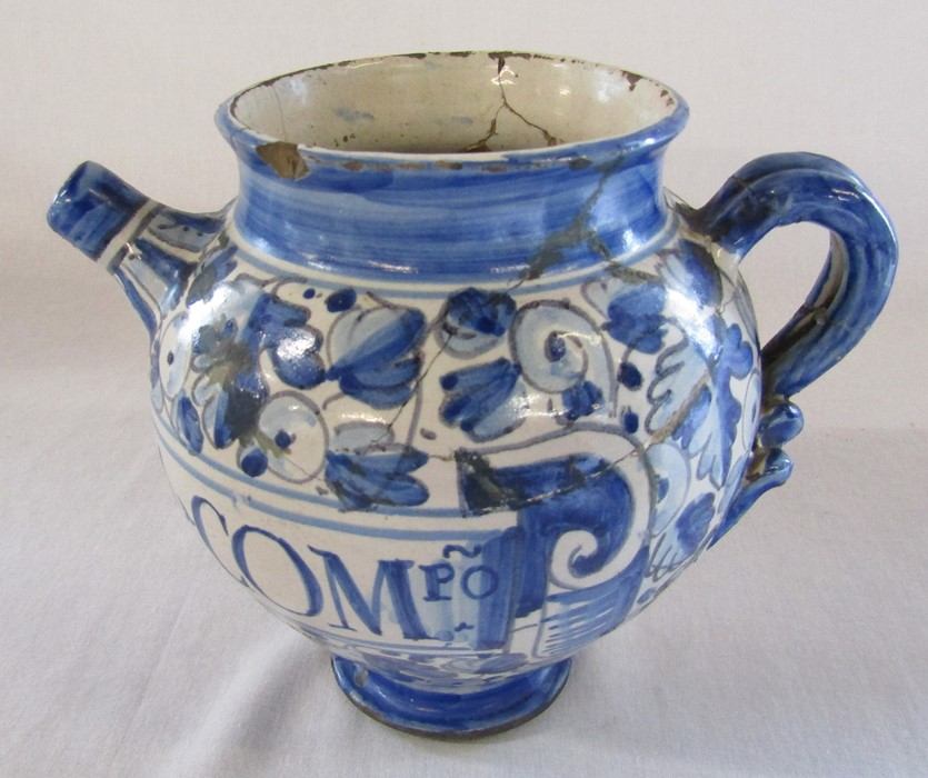 Maiolica wet drug apothecary jar H 18.5 cm (extensively restored) and a Delft ware double gourd / - Image 8 of 13