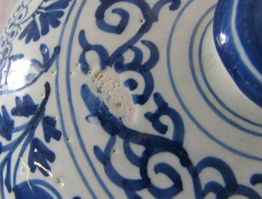 18th century Delft blue and white painted twin handled possett pot / broth bowl and cover D 26 cm - Image 11 of 14