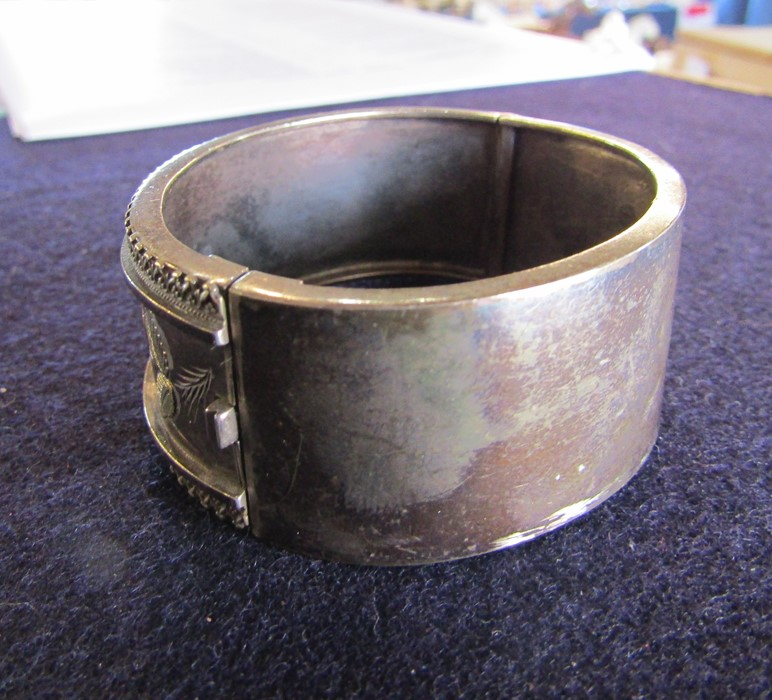 3 silver bangles - leaf pattern Birmingham 1965 weight 1.35 ozt, coloured flowers and leaves - Image 10 of 14
