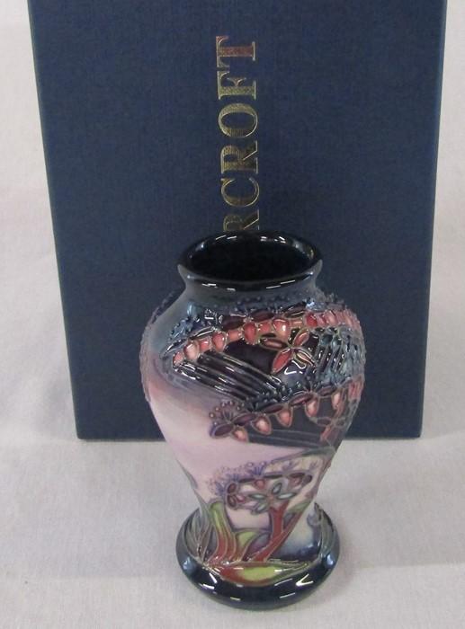Small boxed Moorcroft vase 'Gypsy' pattern c. 1999 H 10 cm
