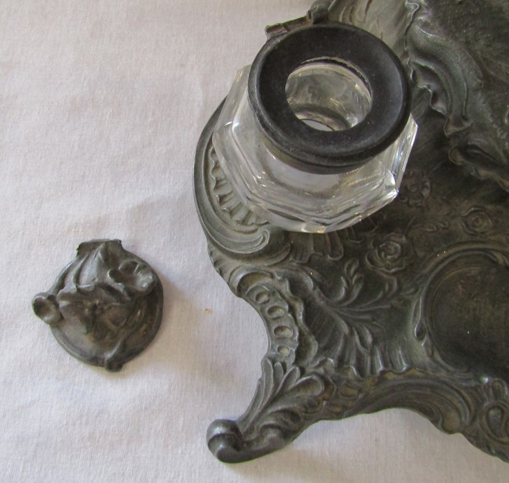 A French early 20th century spelter ink stand / desk stand of a hunting man on horseback signed A - Image 5 of 7